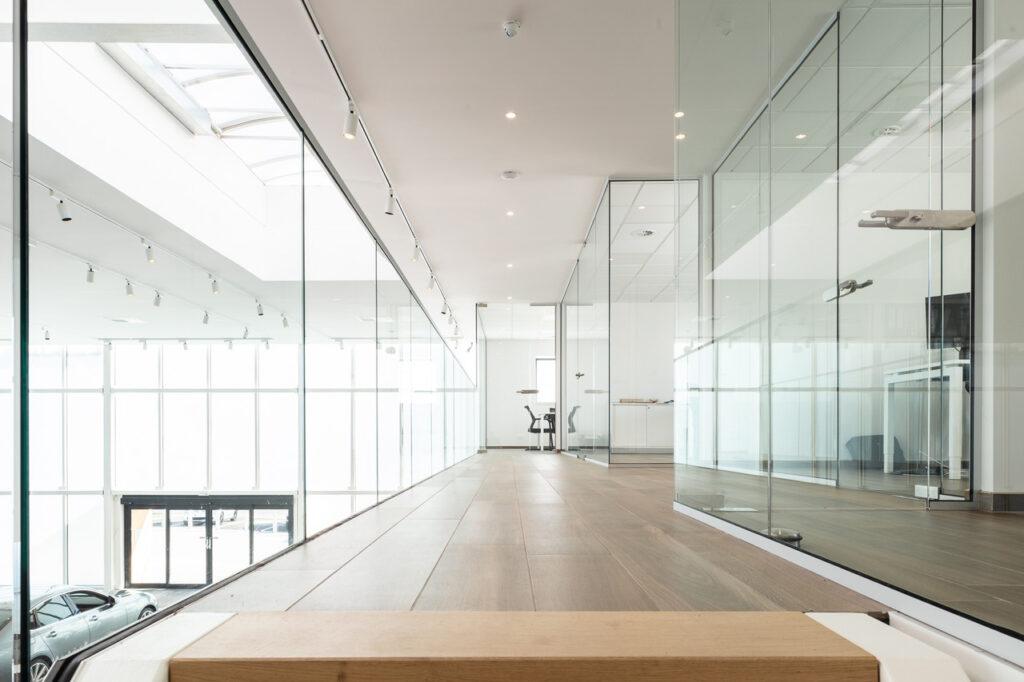 cloisons en verre parois et portes insonoris es. Black Bedroom Furniture Sets. Home Design Ideas